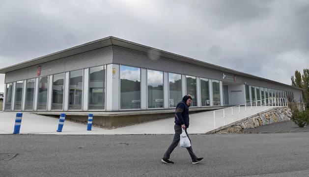 Fachada principal de la escuela taller, cuya planta baja iba a albergar el centro de formación.
