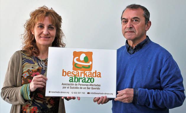 Imagen de la presidenta de la asociación, Elena Aisa Lusar, y el psicólogo Pedro Villanueva Irure.