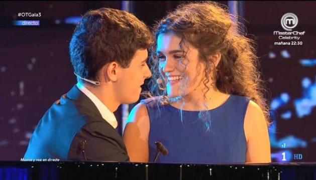 Imagen de un momento de la actuación de Amaia Romero y Alfred.