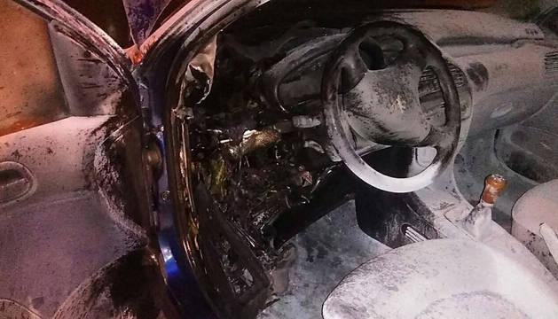 Un coche arde en el centro de Pamplona sin causar heridos