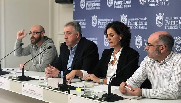 Cuenca, Asiron, Gómez y Abaurrea, durante la presentación de la nueva Ordenanza municipal de Movilidad.