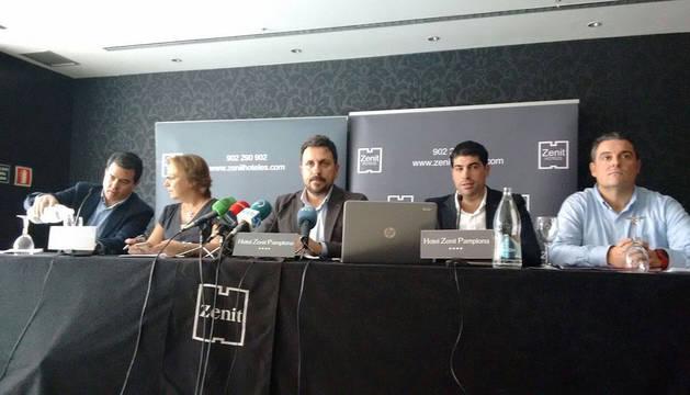 Juan Ramón Lafón, en el centro, durante la rueda de prensa de este miércoles al mediodía.