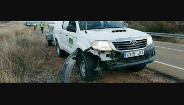 Imagen del estado en el que quedó el vehículo con el que se atropelló al animal.