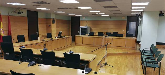 Fotografía cedida por el Tribunal Superior de Justicia de Navarra (TSJN) del interior de la sala donde se celebra el juicio.