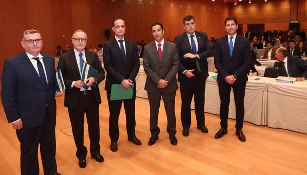 En la imagen, de izquierda a derecha, Juan Goñi (Cinfa), Juan Miguel Floristán (Florette), Iñigo Urculu (presentador), Rafael Aquique (Dana), Félix Guindulain (Jofemar) e Iñaki Ecay (Ecay Construcciones).