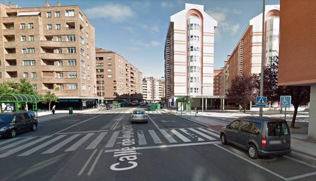 Paso de peatones en la calle Irunlarrea de Pamplona.