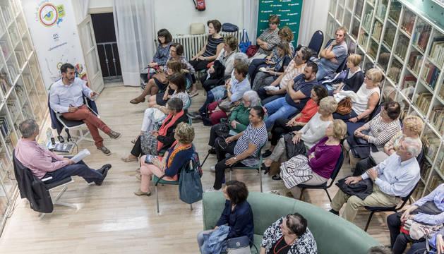 Víctor del Árbol en el club de lectura de Diario de Navarra parea presentar Por encima de la lluvia