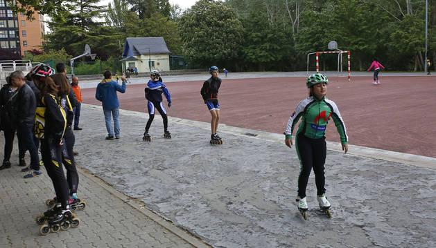 Varios patinadores en la concentración celebrada en mayo en el patinódromo de San Jorge.