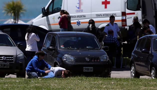 Familiares de los tripulantes del submarino argentino, desolados tras recibir la noticia.