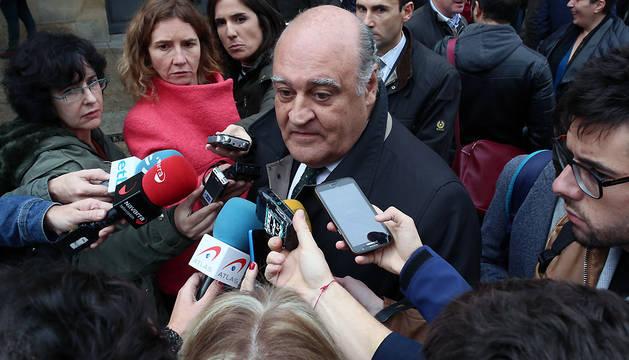 El presidente del Tribunal Superior de Justicia de Navarra (TSJN), Joaquín Galve, atiende a los medios este viernes.