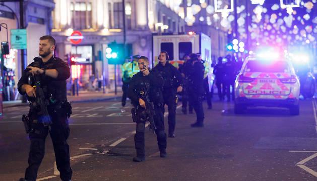 La policia militarizada va despejando las calles aledañas al lugar