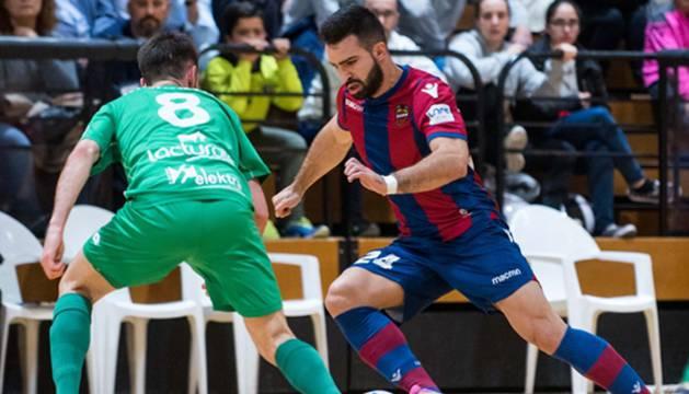 Roberto Martil en el partido contra el Levante