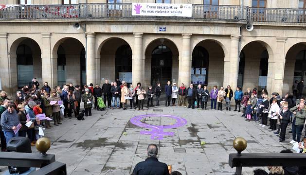 En Tafalla la concentración se celebró ayer a las 12 en la plaza de Navarra y posteriormente hubo un homenaje a las hermanas Úriz Pi.