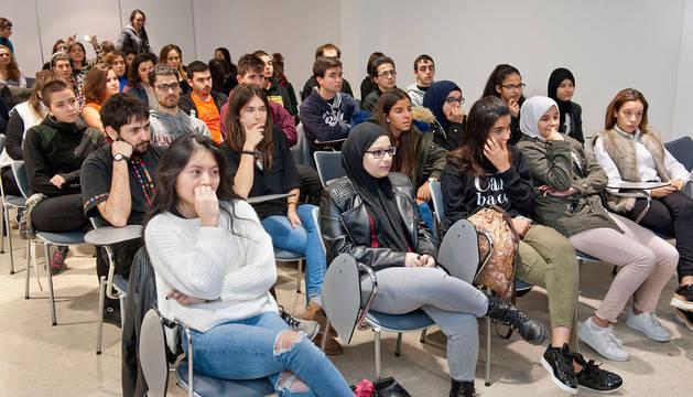 Jóvenes asistentes a uno de los talleres