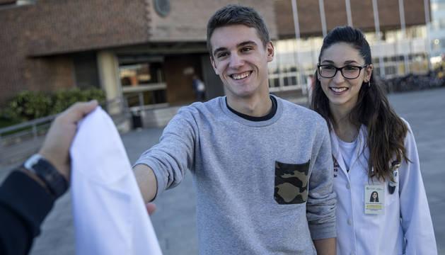 David Huarte y Nerea Martinez de Vicuña, médicos recién graduados