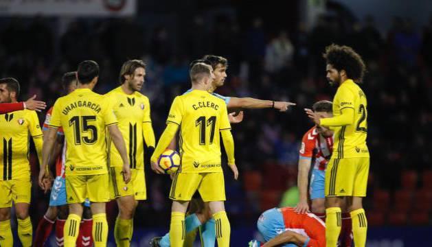 Aridane y el árbitro, Areces Franco, han sido protagonistas del partido.