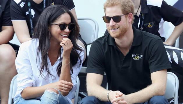 El príncipe Enrique, con Meghan Markle.