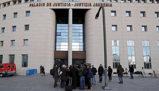 Público y prensa asisten al juicio por la violación en San Fermín para escuchar las conclusiones