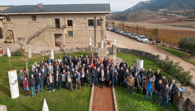 María Miró, directora de Gas Navarra, en el centro, con los profesionales de las empresas instaladoras.