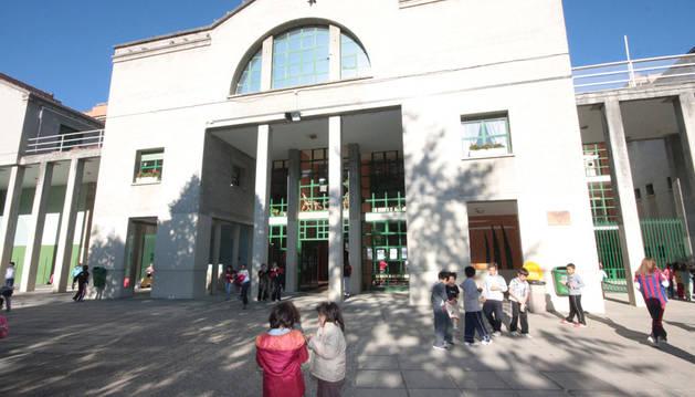 Imagen de la fachada del C.P. San Juan de la Cadena.