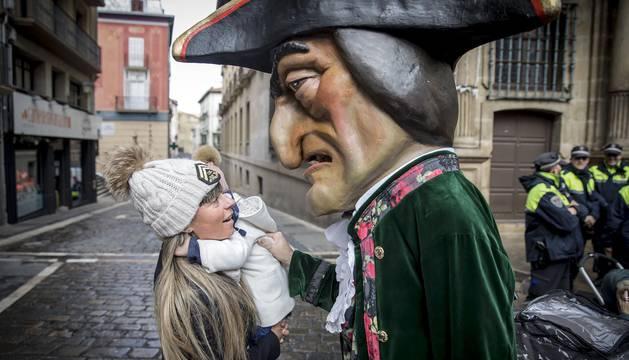 Las imágenes del 'paseo' de Gigantes y Cabezudos de Pamplona por San Saturnino