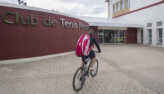 foto Entrada al Club de Tenis de Pamplona.