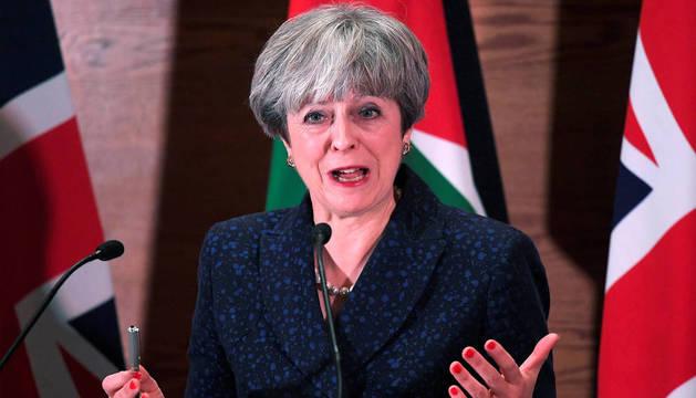 Theresa May, en una conferencia de prensa en Amman, Jordania.