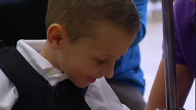 Primer exoesqueleto del mundo en un hospital español para niños con atrofia muscular