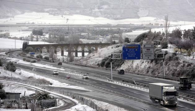 El temporal de nieve en Navarra ha provocado retenciones en varias carreteras de la Comunidad Foral y algunas de ellas han sido cerradas