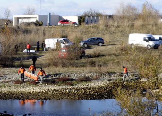 El cuerpo de Paúl Cabrera fue encontrado en el cauce del río Aragón, a unos 100 metros de la Casa de Cultura de la localidad.
