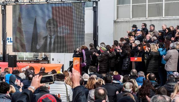 Vista del acto de Junts per Catalunya en el que se ha presentado su candidatura para las elecciones del 21D en un acto en el que el candidato a la presidencia, Carles Puigdemont, huido de la justicia en Bélgica, ha intervenido por videoconferencia.