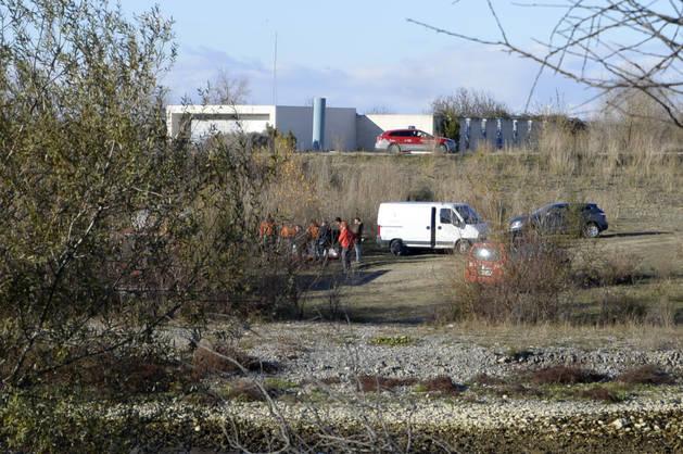 Agentes de la Policía Foral en el lugar donde se encontró el cuerpo de Paúl Cabrera