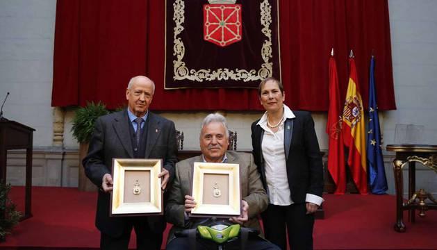 Fotos del acto institucional en el Día de la Comunidad Foral en homenaje a título póstumo a los artífices de nuestra bandera.