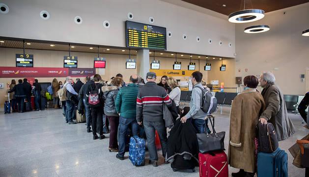 Los pasajeros esperaban ayer para embarcar rumbo a Munich.