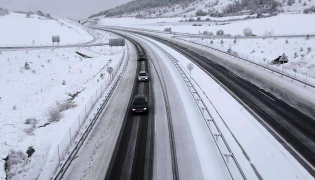 Imagen de la nieve en la Autovía del Pirineo de Navarra.