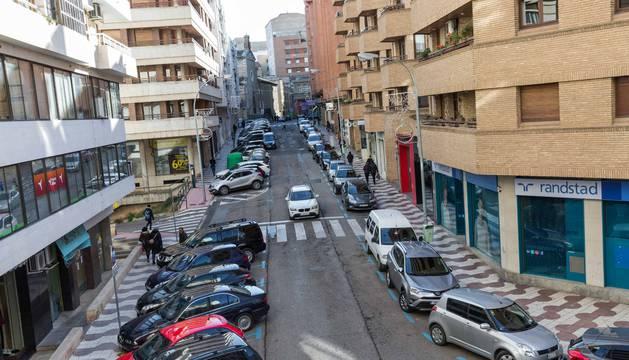 Una imagen de la calle Pablo Sarasate que confluye con la de Capuchinos -al fondo de la imagen-.