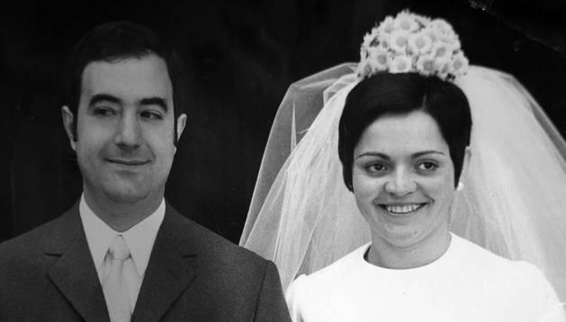 Espera Vela, con 24 años, el día de su boda con Jesús Saldaña, en Pamplona, en 1970.