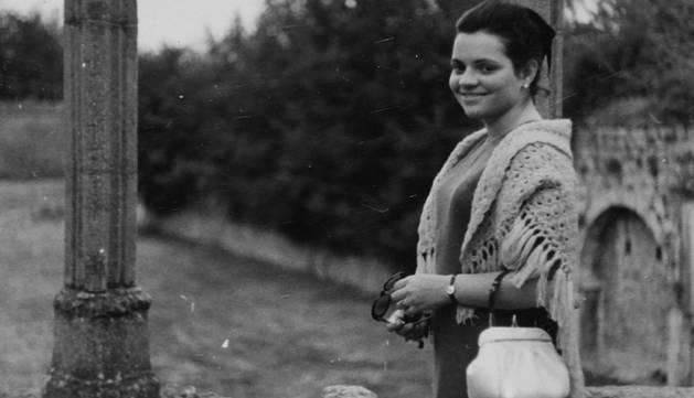 Esperanza Vela, con 17 años, en la Taconera de Pamplona, cuando trabajaba como oficiala en un taller de costura.