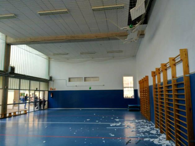 Imagen del gimnasio del instituto de Caudete (Albacete) tras el terremoto.