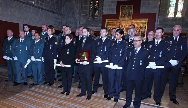 Los condecorados en el refectorio de la Catedral de Pamplona.