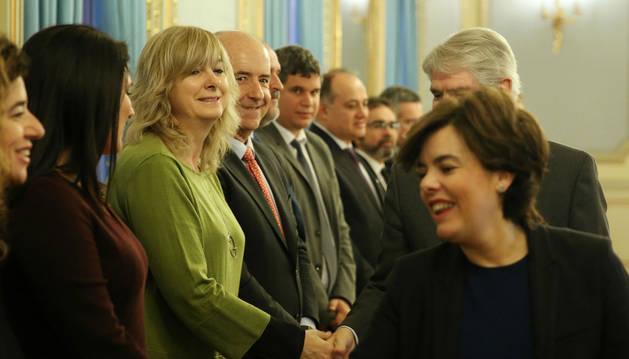 La consejera tras el saludo a la vicepresidenta Sáenz de Santamaría.