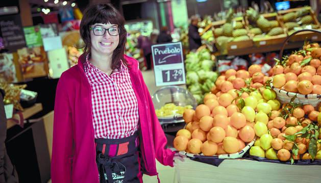 La zizurtarra Arantxa Marcos Gil, en el supermercado Eroski de Iturrama, donde trabaja.