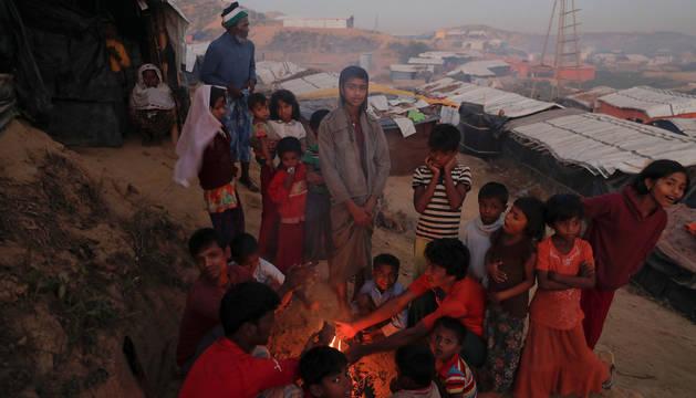 Un grupo de niños refugiados rohingyas en Bangladesh.
