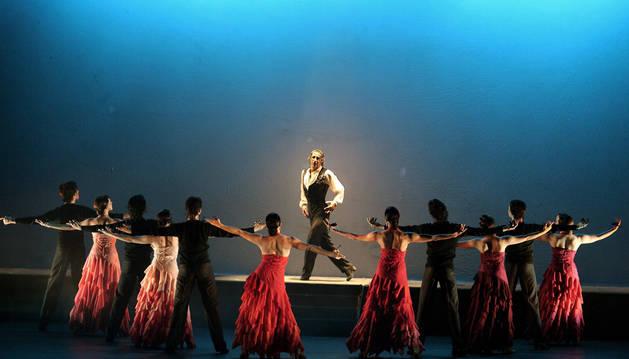 os bailarines de la compañía Antonio Márquez, en un momento de la coreografía 'El sombrero de tres picos'