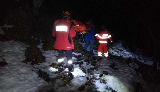 Rescatado un montañero herido en el pico Azalegi