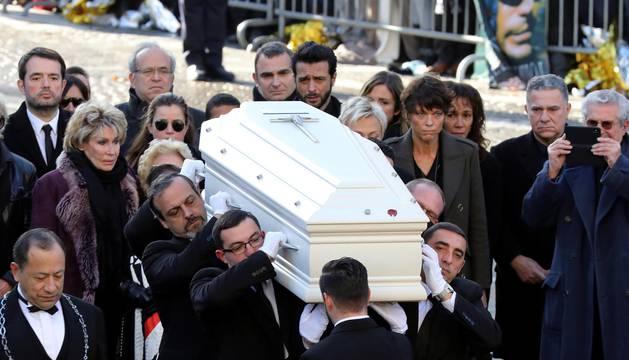 Más de un millón de personas se despidieron del cantante en los Campos Elíseos y en la iglesia de La Madeleine.