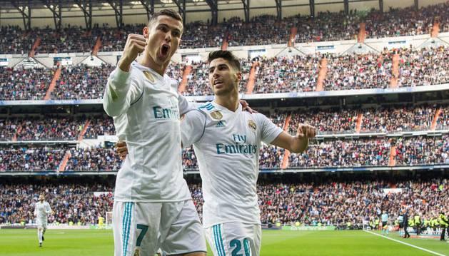 Ronaldo celebra uno de sus goles junto a Marco Asensio
