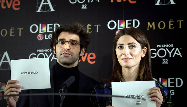 Los actores David Verdaguer y Barbara Lennie dan lectura a la lista de los finalistas de la 32 edición de los Premios Goya.