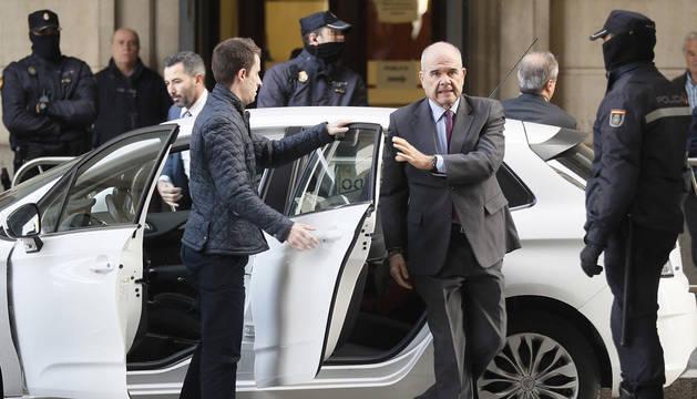 El expresidente de la Junta de Andalucía Manuel Chaves, a su llegada a la Audiencia de Sevilla, este jueves para el juicio del caso de los ERE.