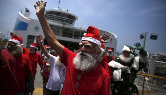 Un Papa Noel de una escuela de papas noel de Brasil